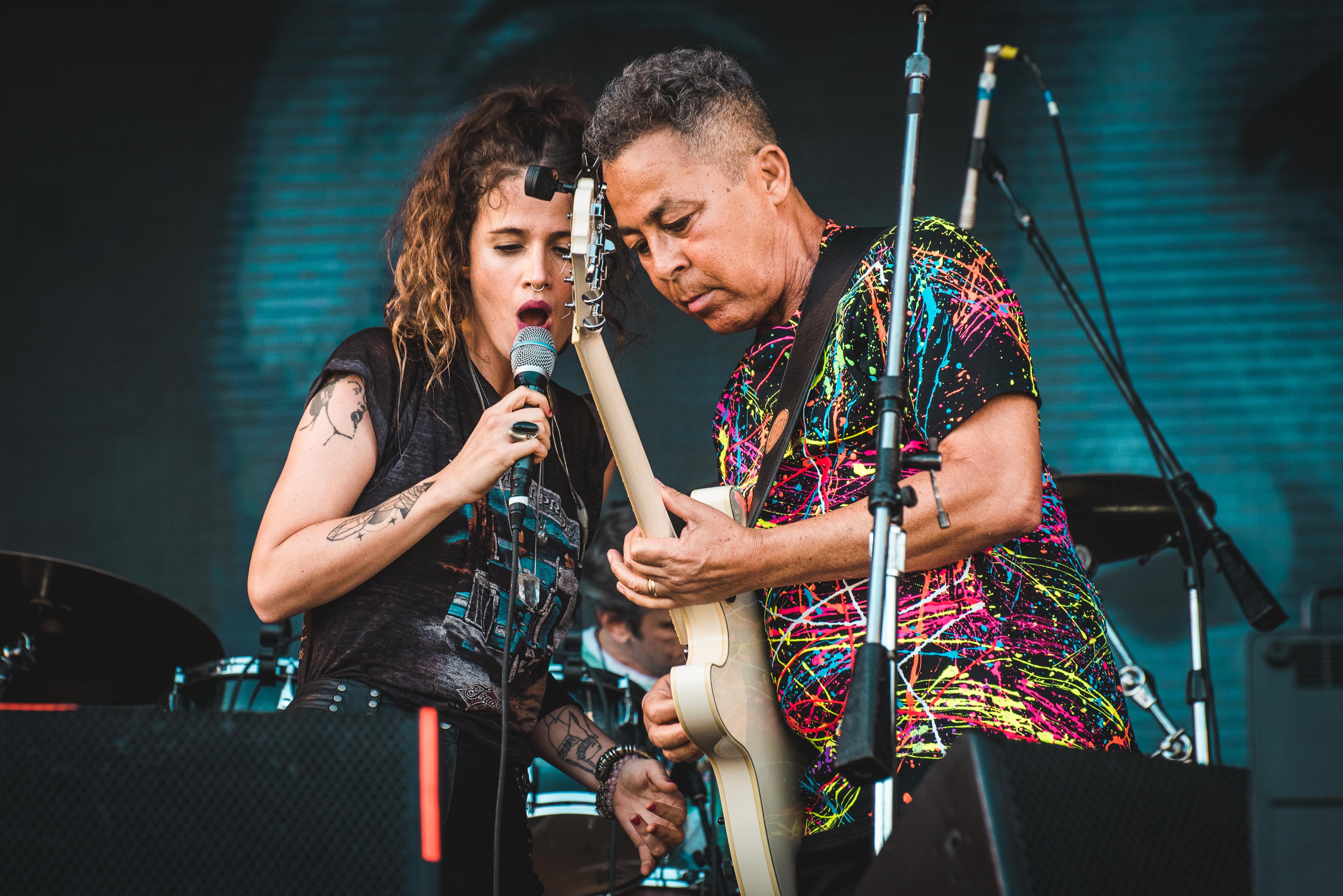 Ana Cañas e Hyldon
